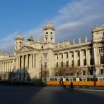 tram devant le parlement - Budapest