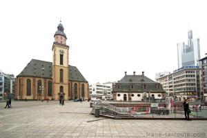 L'église Sainte-Catherine sur la place Haupwache de Francfort