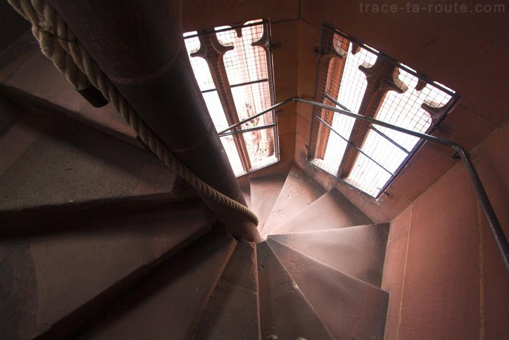 Escaliers pour l'ascension au sommet de la Cathédrale Sainte-Barthélémy de Francfort (Kaiserdom St. Bartholomäus Frankfurt)