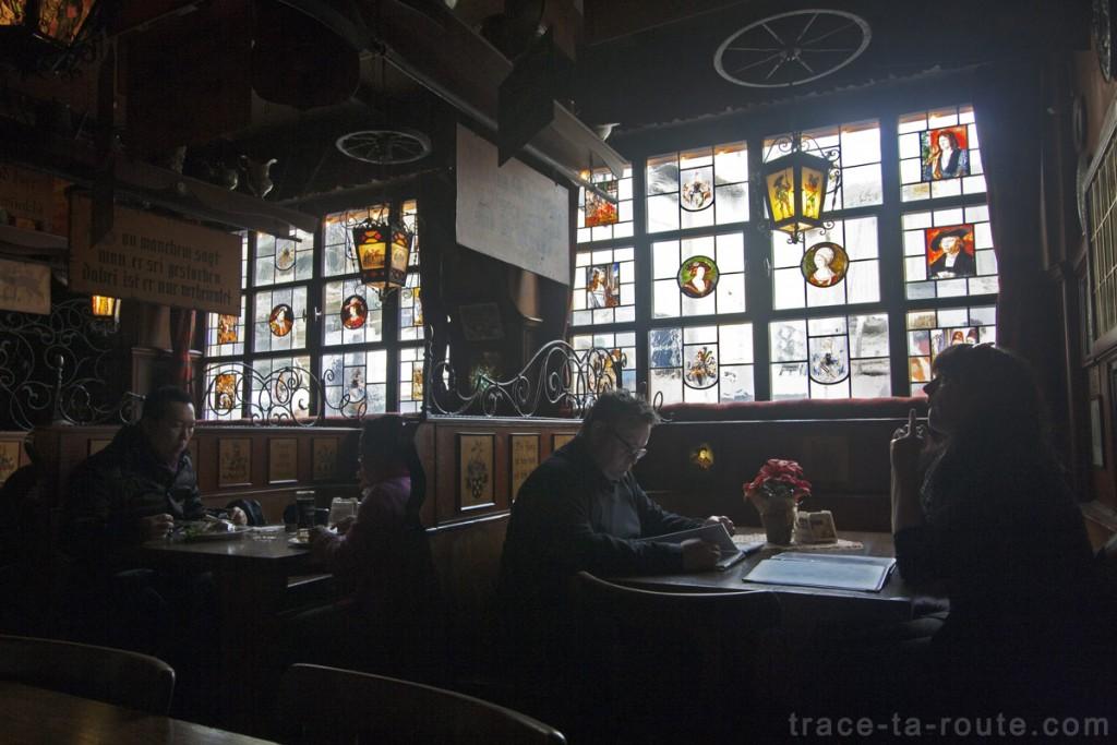Intérieur de la brasserie Haus Wertheym à Francfort