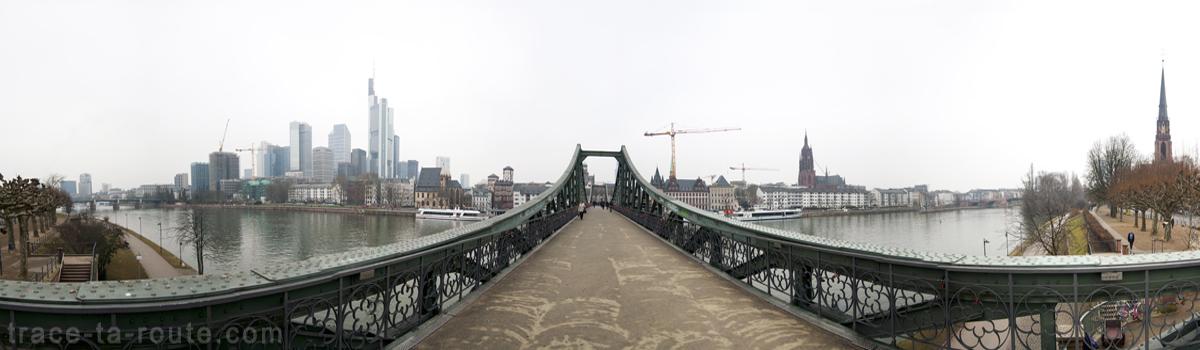 Le Pont Eiserner Steg de Francfort