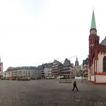 La place Römerberg de Francfort et l'Église Saint Nikolai
