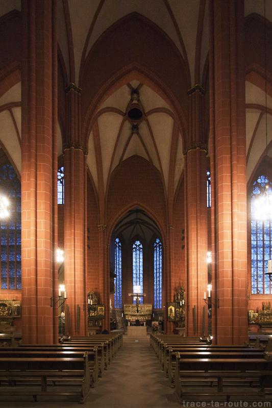 Intérieur de la Cathédrale Saint-Barthélémy de Francfort (Kaiserdom St. Bartholomäus Frankfurt)