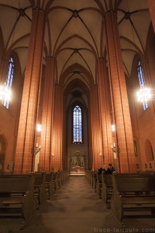 Nef de la Cathédrale Saint-Barthélémy de Francfort (Kaiserdom St. Bartholomäus Frankfurt)