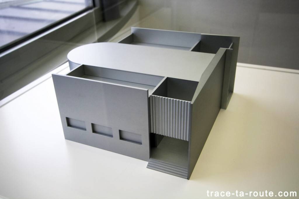 """Scale model for building in a public garden"" (2009) Liam GILLICK, Musée d'Art Moderne de Francfort"