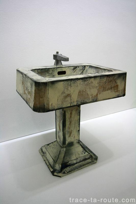 """Washstand"" (1965) Claes OLDENBURG, Musée d'Art Moderne de Francfort"