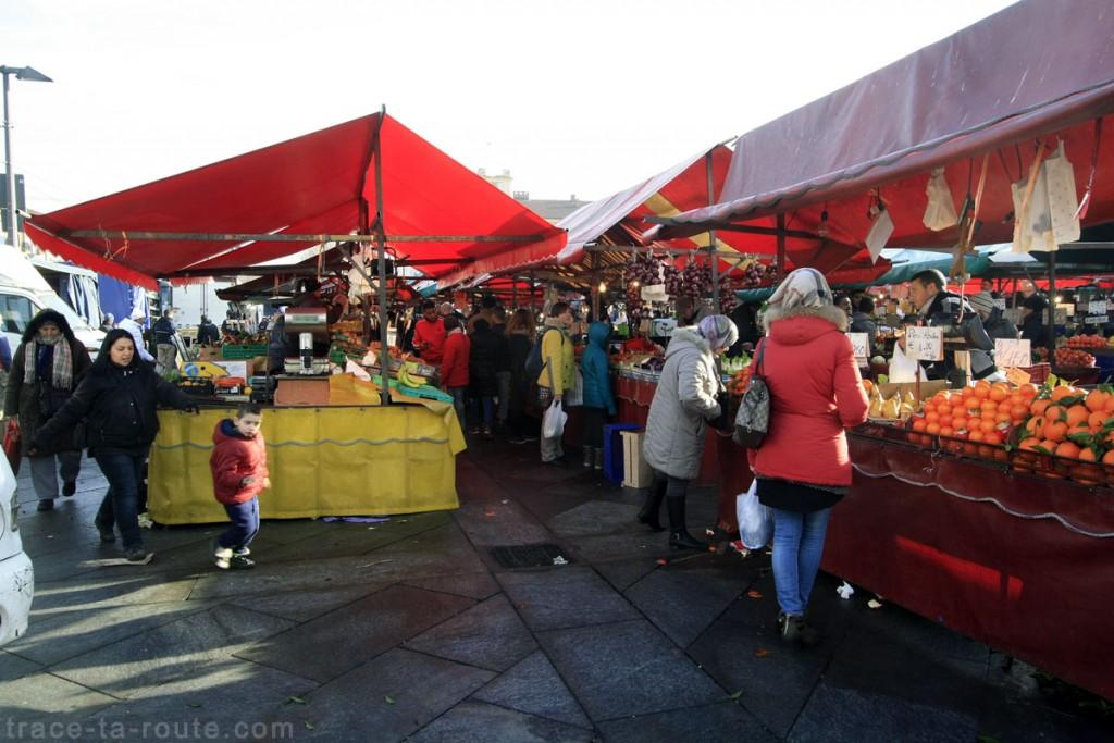 Le marché de TURIN sur la Piazza della Repubblica