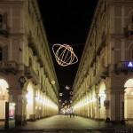 Via Garibaldi de Turin, depuis la Piazza Statuto - Giulio PAOLINI - Palomar (1998) Luci d'Artista