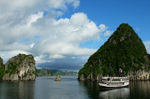 bateau dans la baie d'ha long vietnam blog voyage