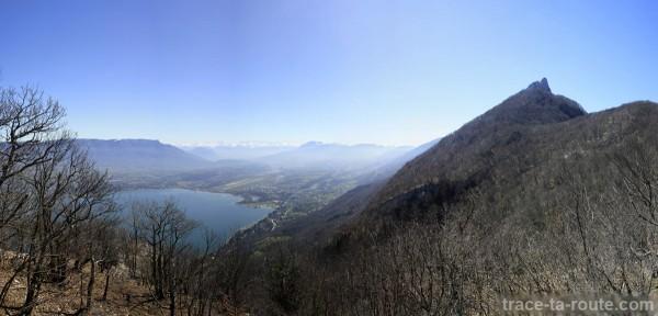 Vue sur le Lac du Bourget et la Dent du Chat, depuis le Roc Blanc