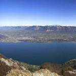 Vue panoramique sur le Lac du Bourget depuis le sommet de la Dent du Chat