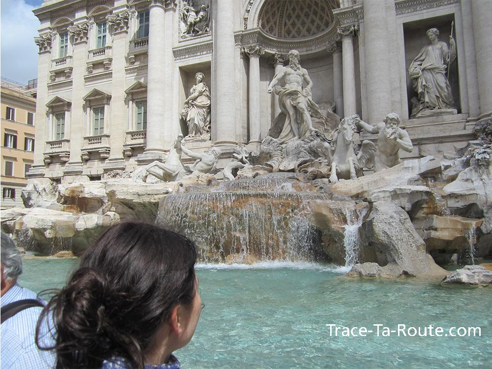 Statue et Bassin Fontaine de Trevi de Rome, Italie
