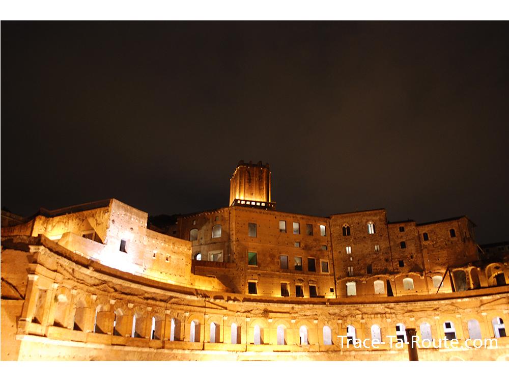 Forum romain éclairé, Rome, Italie