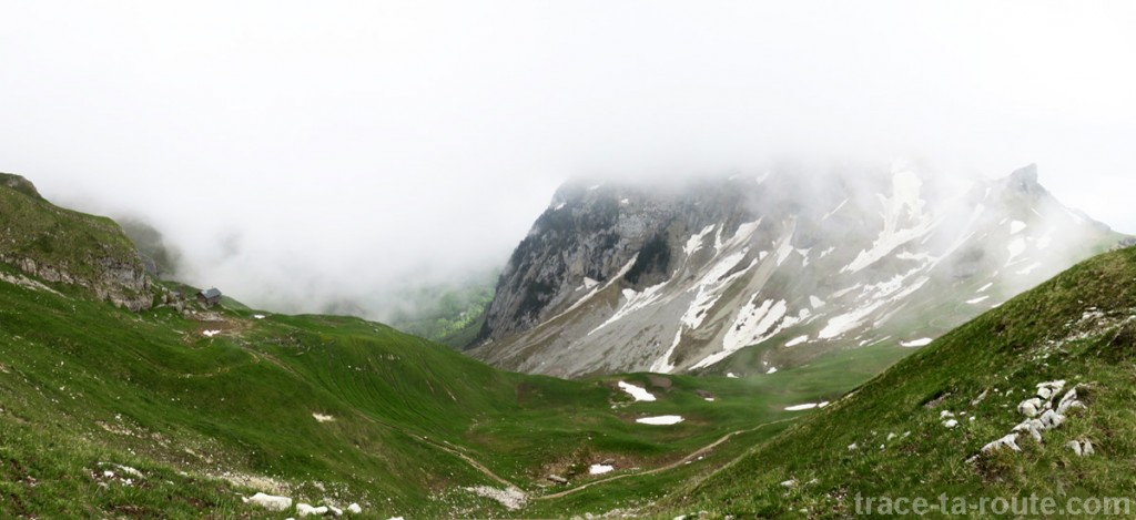 Le Trélod (Bauges) dans les nuages