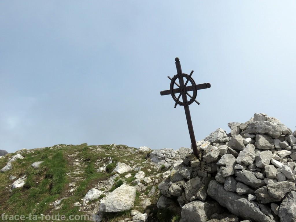 Croix au Sommet du Trélod (Massif des Bauges)