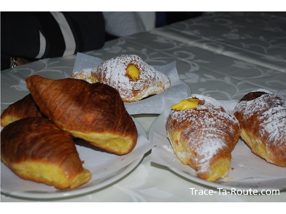 Croissant ou Cornetti au petit dej