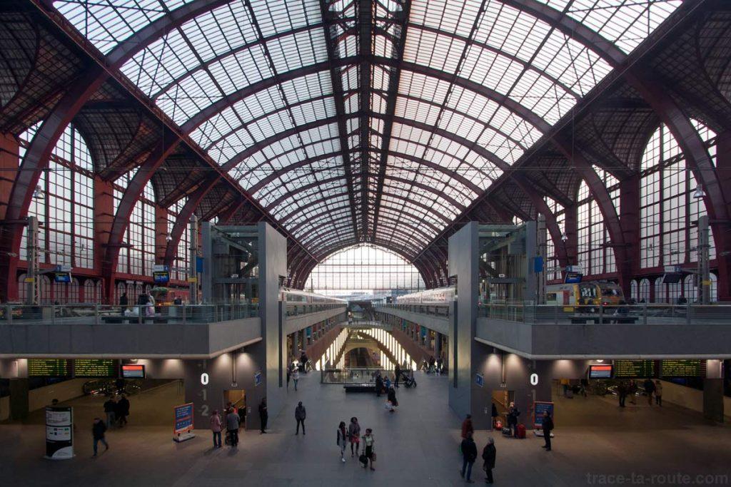 Voies de la Gare Centrale d'Anvers - édouard photographie © Trace Ta Route