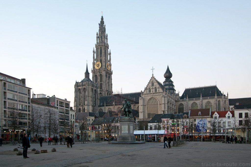Groenplaats et la Cathédrale Notre-Dame d'Anvers