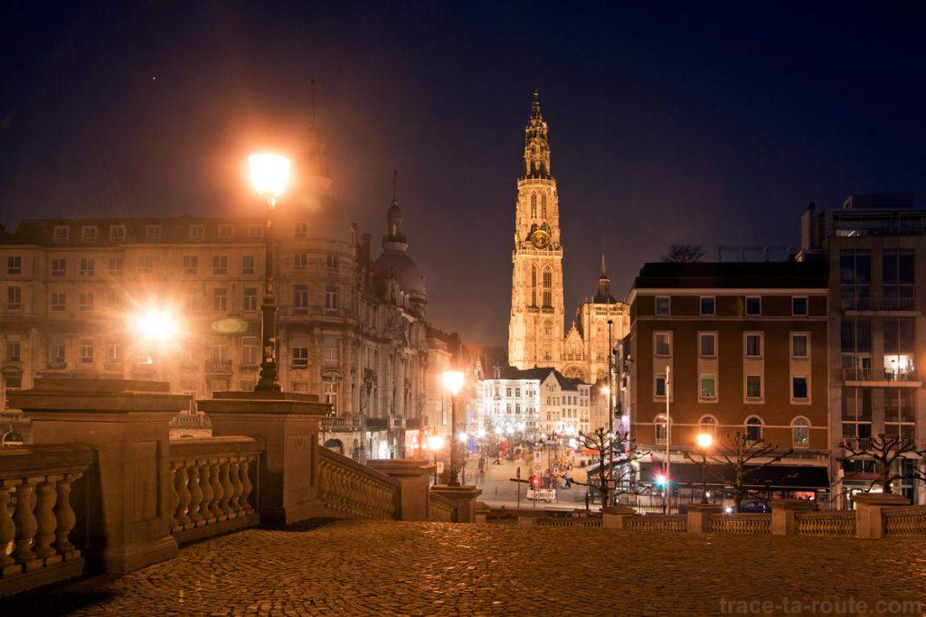 Suikerrui et Cathédrale Notre-Dame d'Anvers, depuis Steenplein
