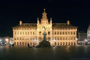 Stadhuis, Hôtel de Ville d'Anvers et la statue de Brabo