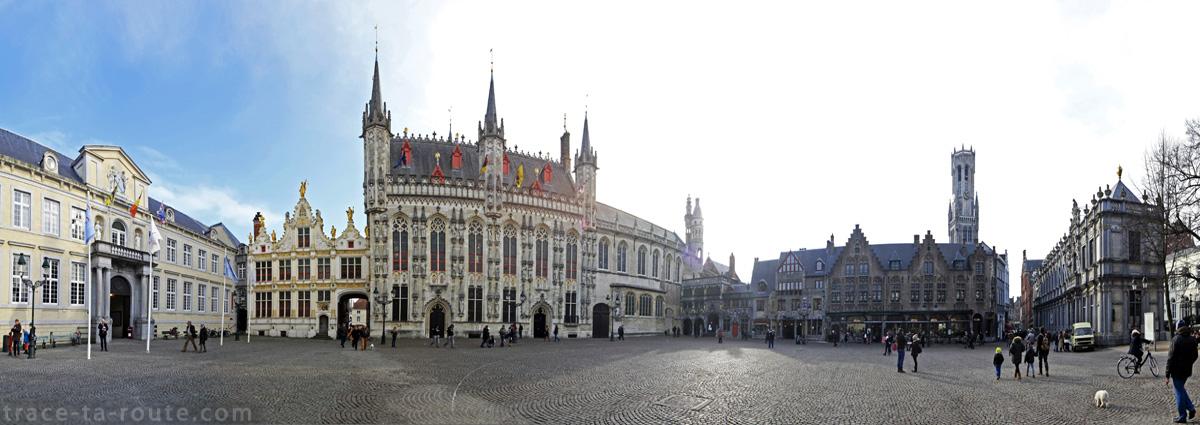 Place Burg à Bruges avec le Palais du Franc de Bruges, l'Ancien Greffe, Stadhuis l'Hôtel de Ville et la Basilique du Saint-Sang