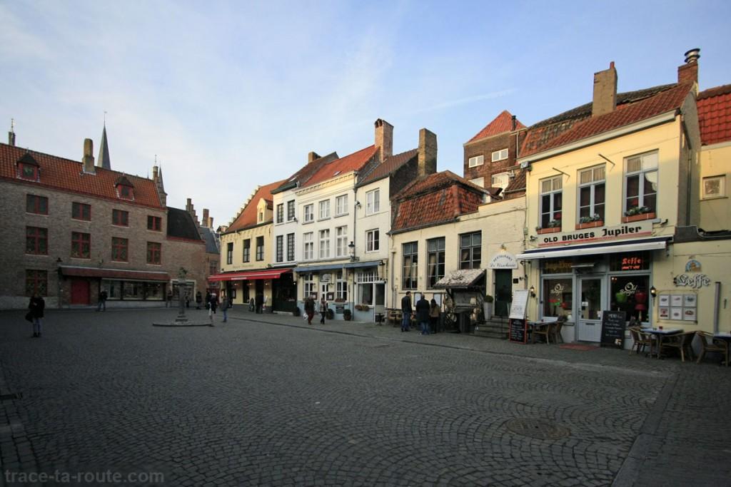 Place Huidenvettersplein à Bruges