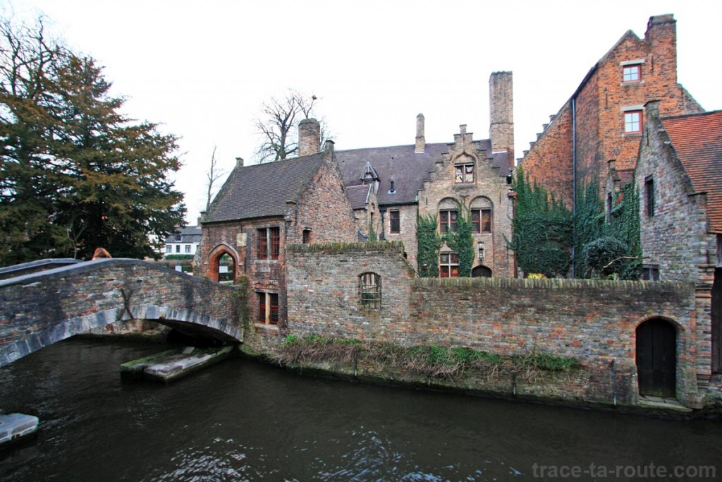 Canal vers Arentshof, à Bruges