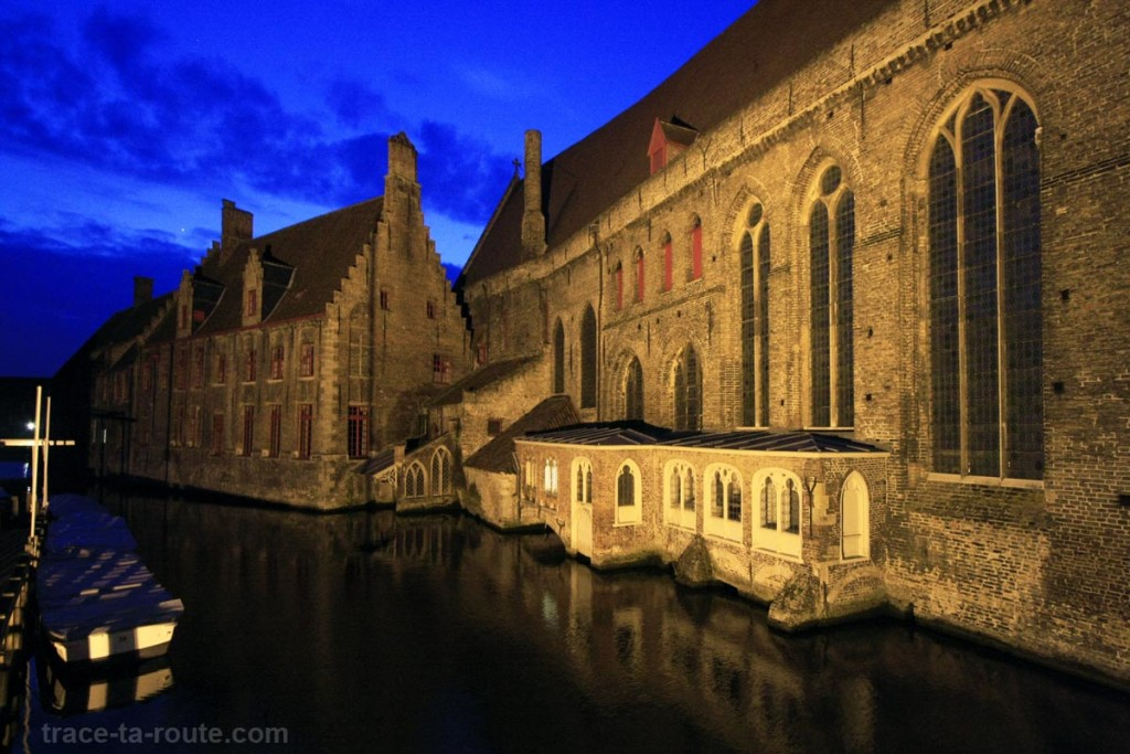 Canal et Hôpital Saint-Jean (Sint-Janshospitaal) à Bruges