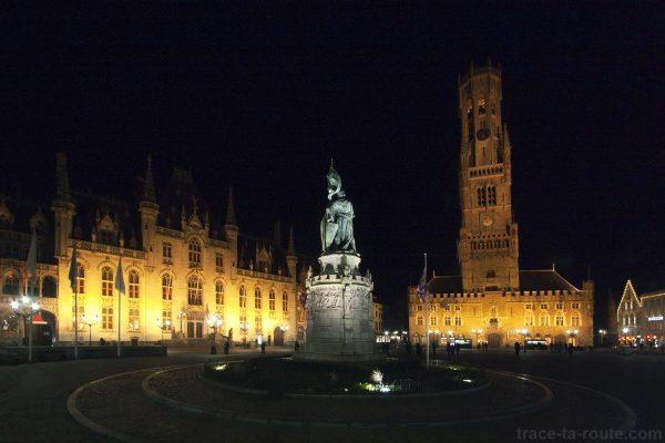 Grote Markt, Grand Place de Bruges la nuit avec Provinciaal Hof et le Beffroi - édouard photographie © Trace Ta Route