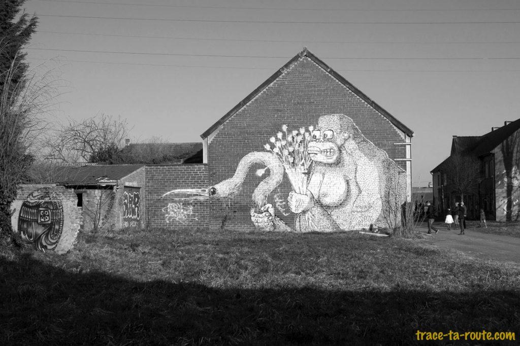 Urbex - Graffiti Street Art sur la façade du garage abandonné de Doel Belgique - Roa