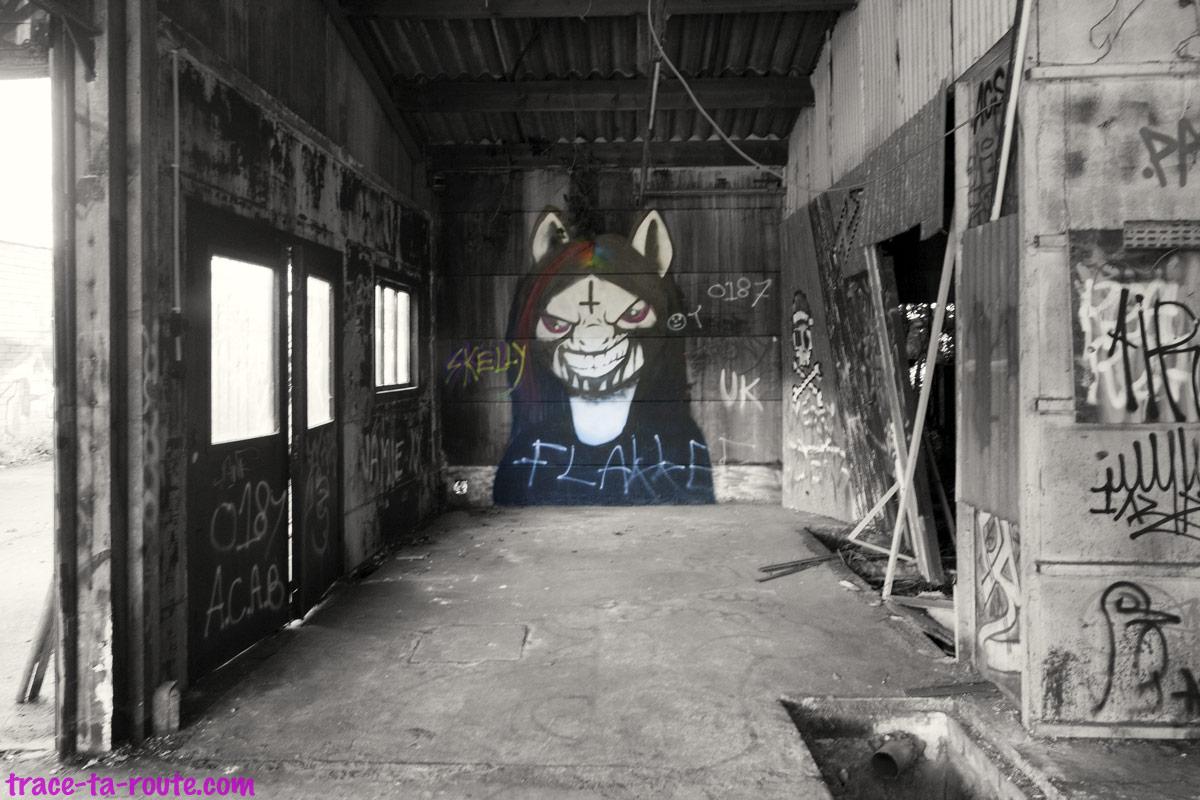 Urbex - Graffiti dans le garage abandonné de Doel Belgique