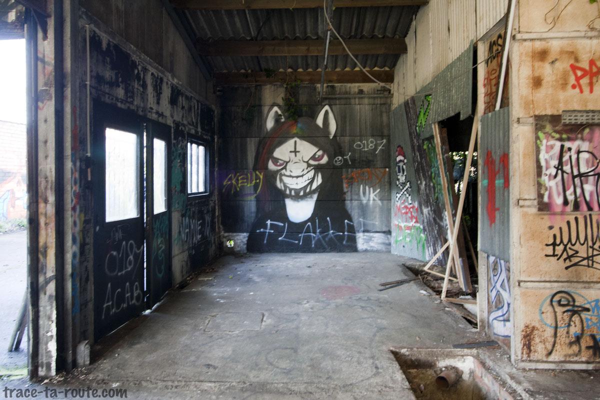 Graffiti dans le garage abandonné de Doel