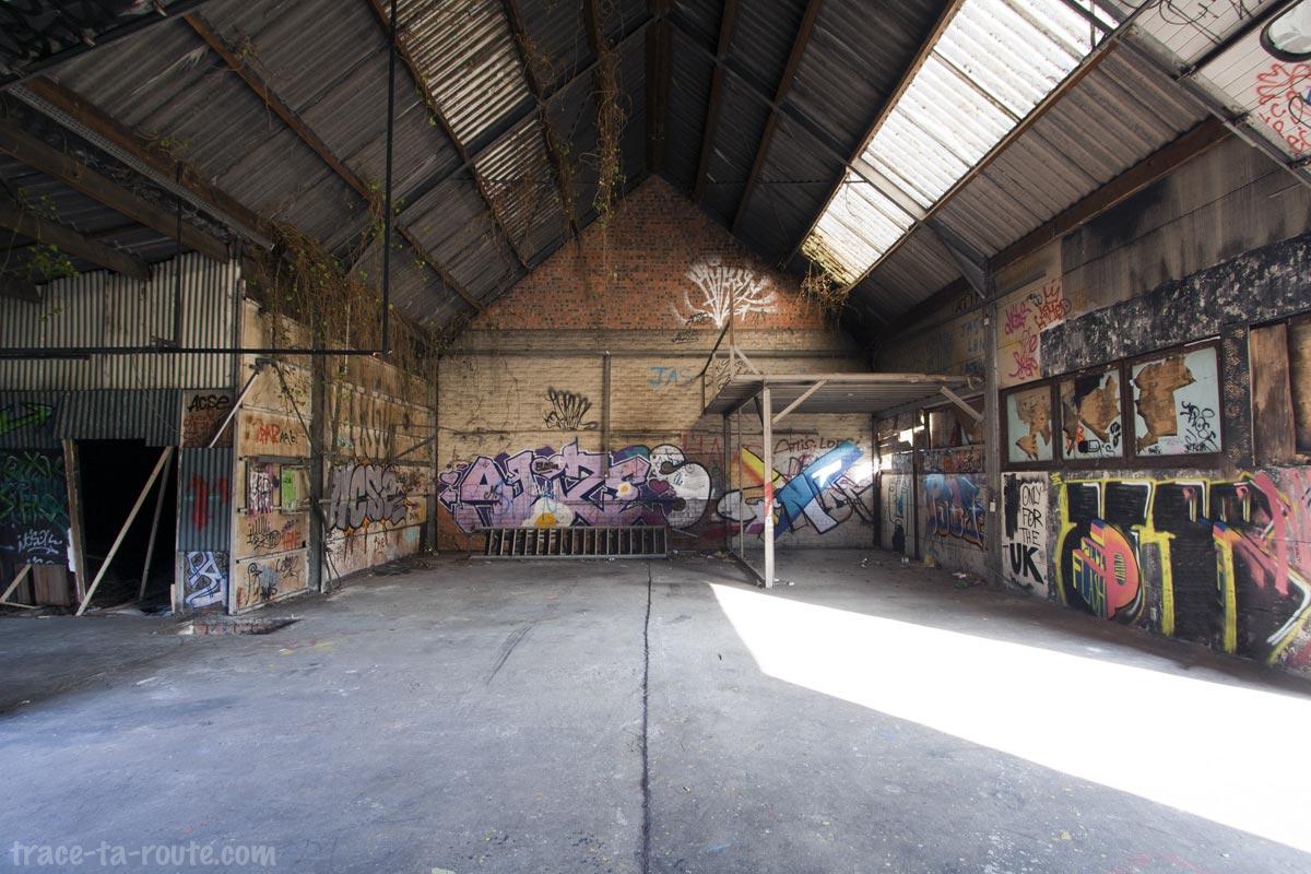 Urbex - Street Art dans le garage abandonné de Doel Belgique