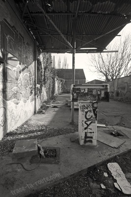 Urbex - Ancienne pompe à essence de Doel