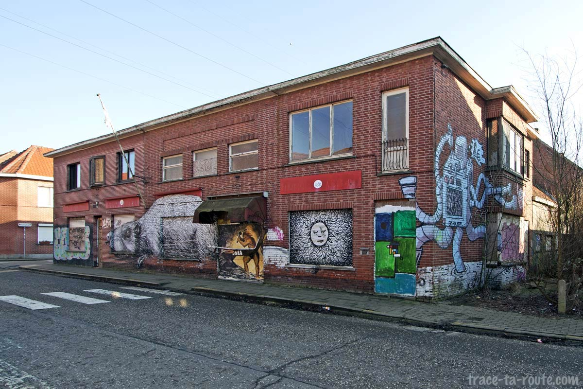 Urbex - Graffitis Street Art sur un commerce abandonné de Doel Belgique - Rat par Roa