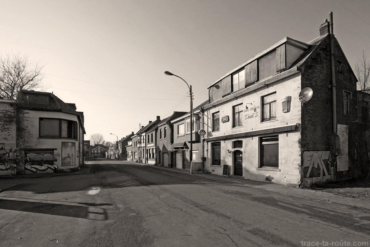 Urbex - Rue déserte et maisons abandonnées à Doel Belgique