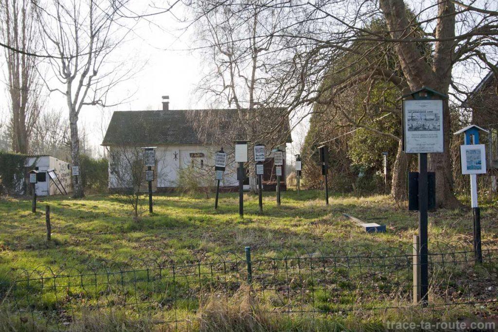 Panneaux en souvenir des maisons détruites de Doel