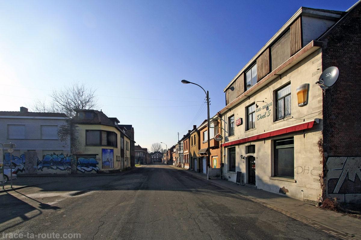 Rue déserte à Doel