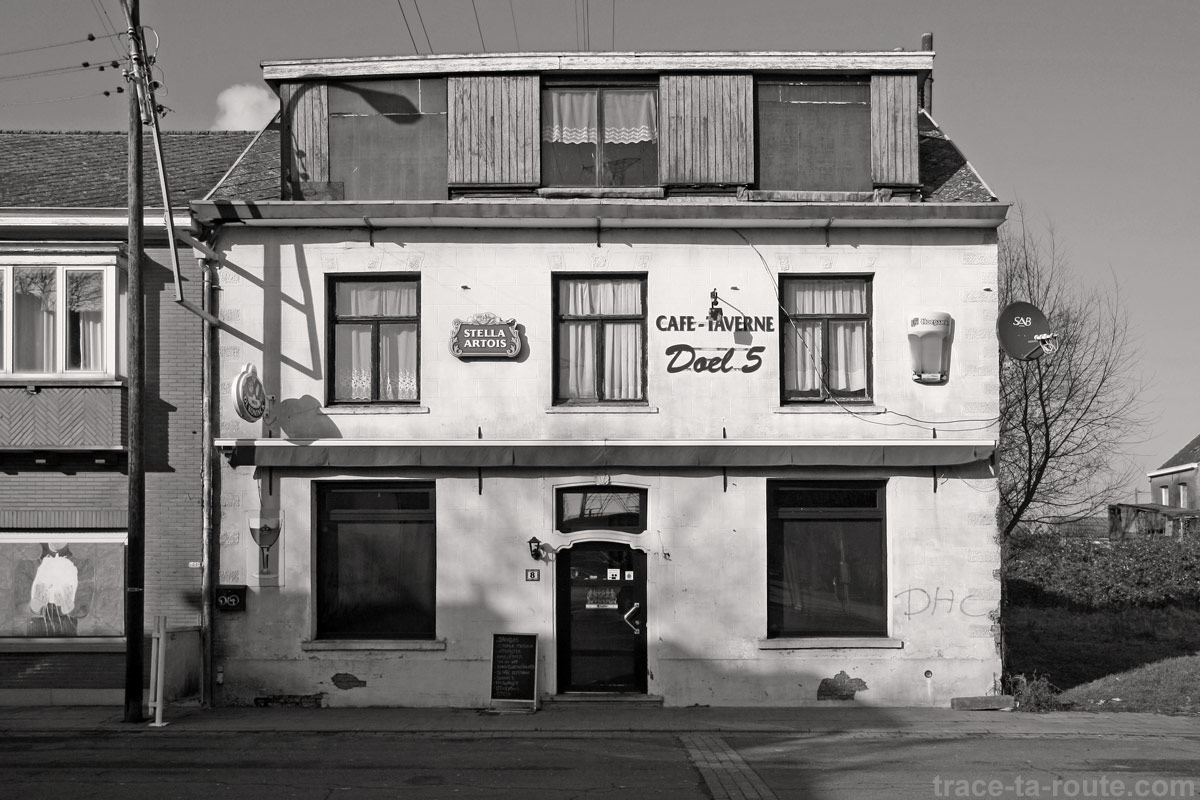 Urbex - Café-taverne abandonné à Doel Belgique