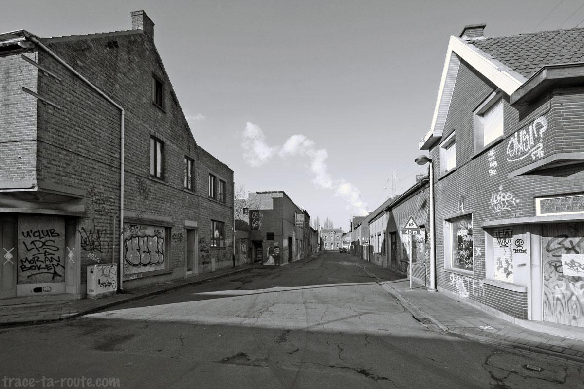 Urbex Belgique - Rue déserte de Doel, ville fantôme