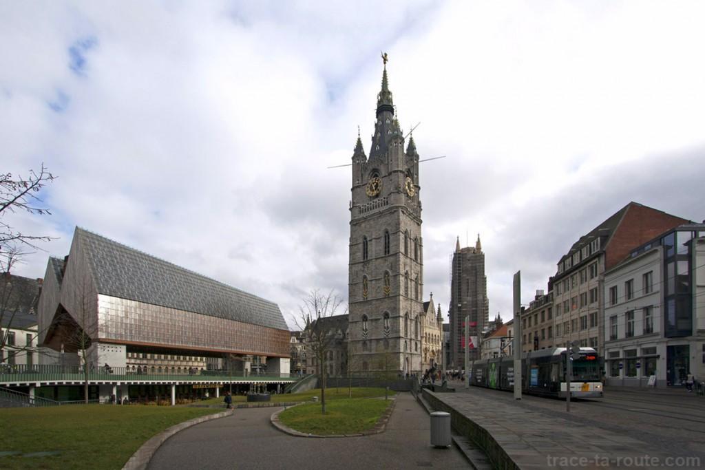 Stadshal, le Beffroi de Gand et la Cathédrale Saint-Bavon en fond, Belgique - Gent Belgium