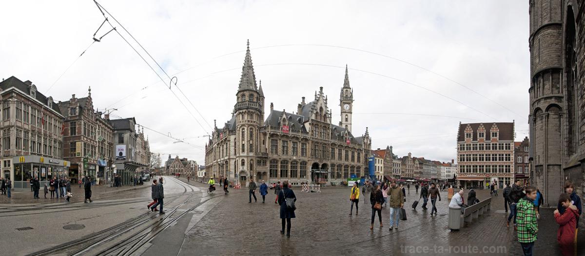 Place KorenMarkt et l'Ancien bâtiment des Postes à Gand, Belgique - Gent Belgium