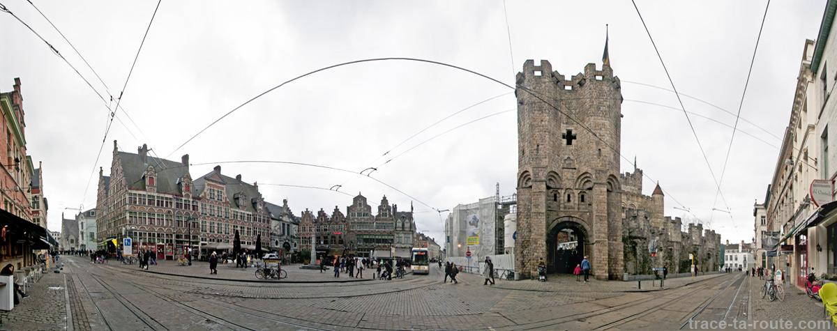 Place Saint-Pharaïlde de Gand et le Château des Comtes de Flandres, Belgique - Gent Belgium