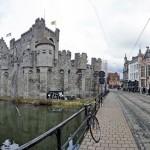 Château des Comtes de Flandres au bord d'un canal de Gand, Belgique - Gent Belgium
