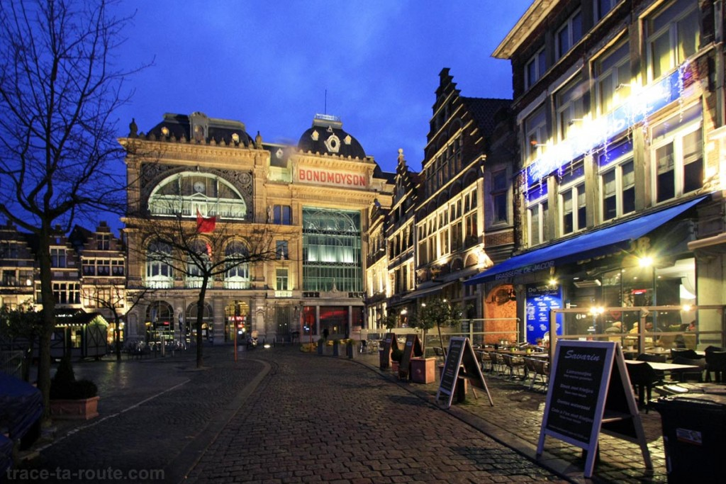 Bond Moyson sur Vrijdagmarkt à Gand, Belgique - Gent Belgium