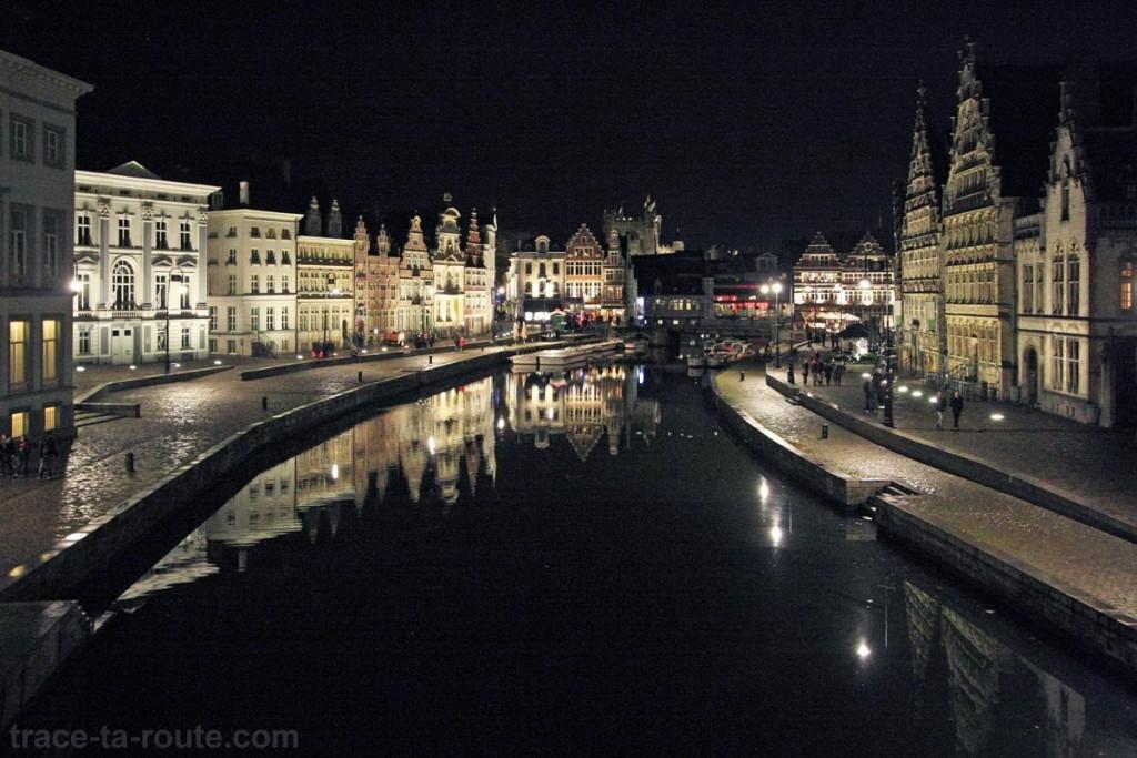 Graslei et Korenlei, les quais de la Lys à Gand, de nuit, Belgique - Gent Belgium