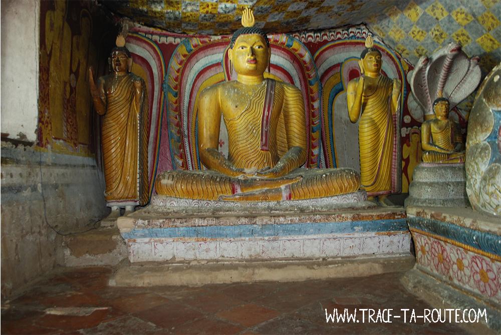 3 Bouddha à Dambulla, Sri Lanka