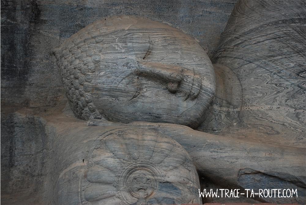 Statue Bouddha paisible, Sri Lanka