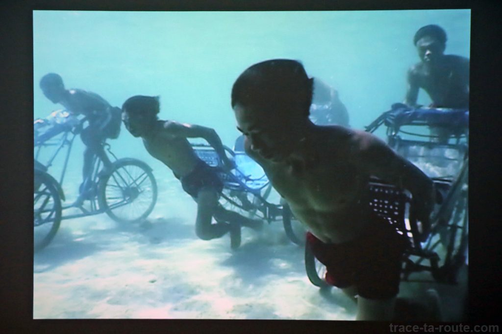 """""""Memorial project Nha Trang, Vietnam : Towards the Complex - For the Courageous, the Curious and the Cowards"""" (2001) Jun NGUYEN-HATSUSHIBA - Exposition OPEN SEA au MAC Lyon"""