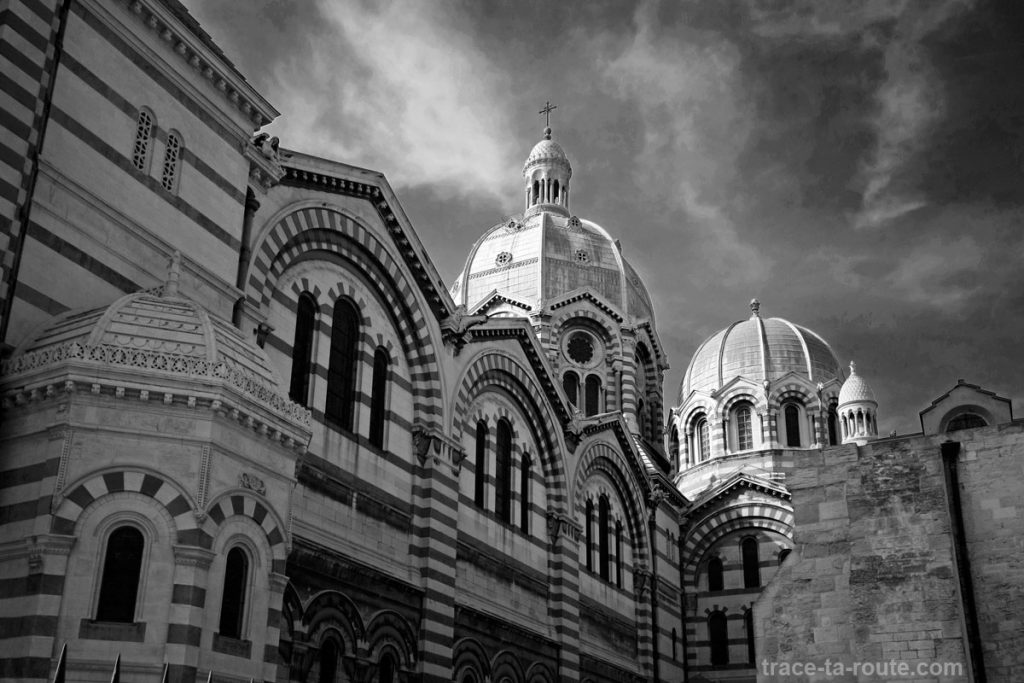 Le dôme de la Major de Marseille, en noir et blanc